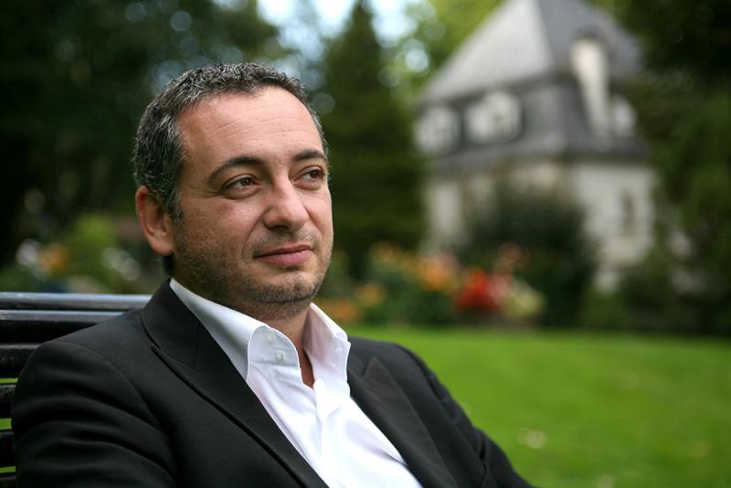 Yannis Pouspourikas, une direction musicale au service du theatre